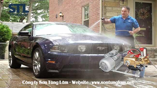 Rửa xe bằng máy rửa xe dây curoa