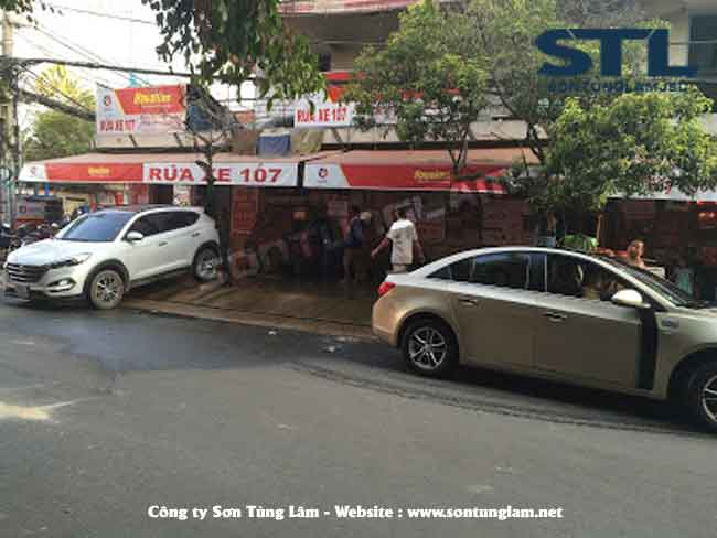 rửa xe ô tô khách đông