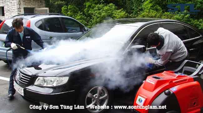 rửa xe bằng máy hơi nước nóng