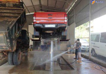 Ben nâng rửa xe ô tô