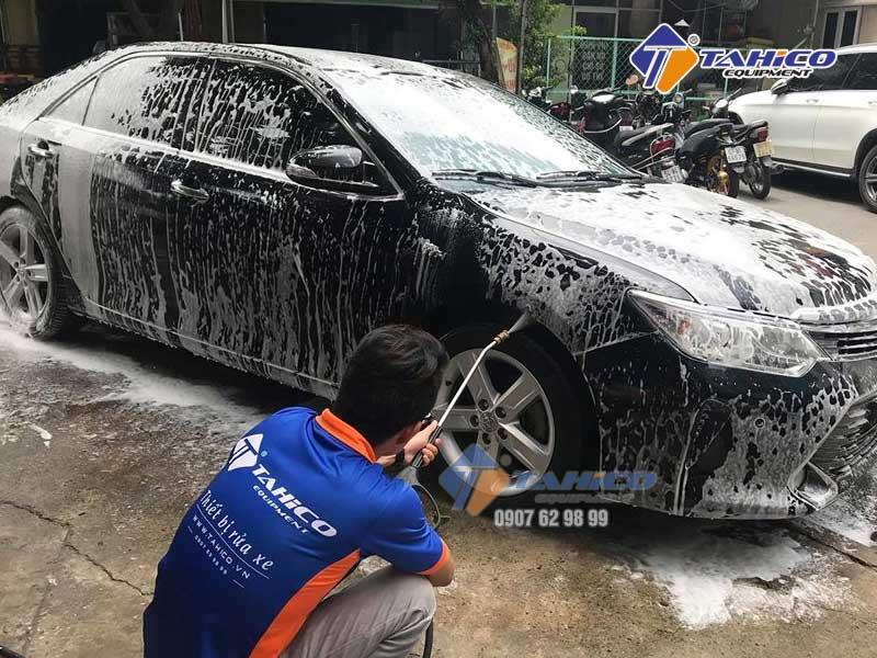 Hạn chế chà cọ nhiều sẽ tránh được việc làm xước sơn xe.