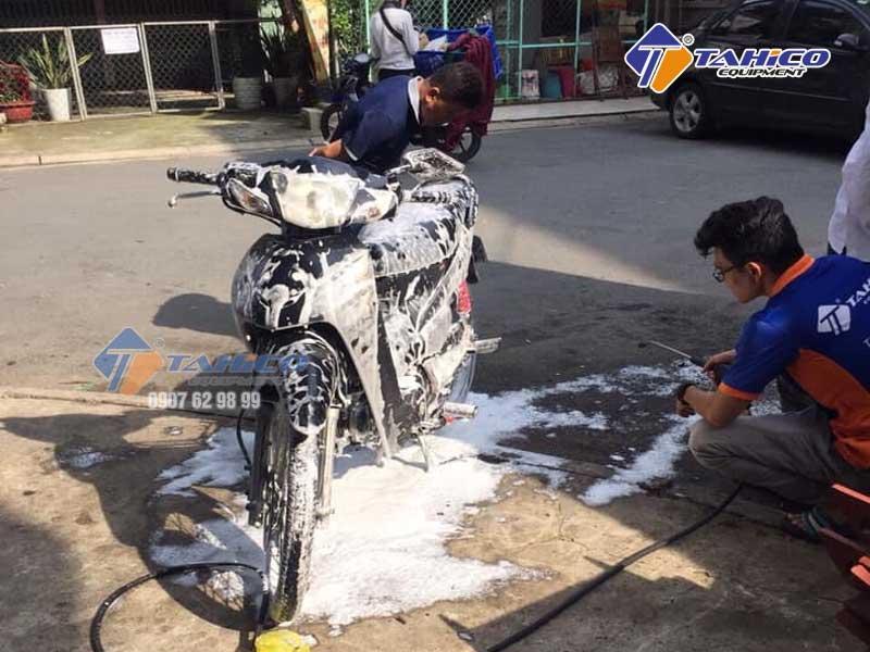 Sử dụng rửa xe máy