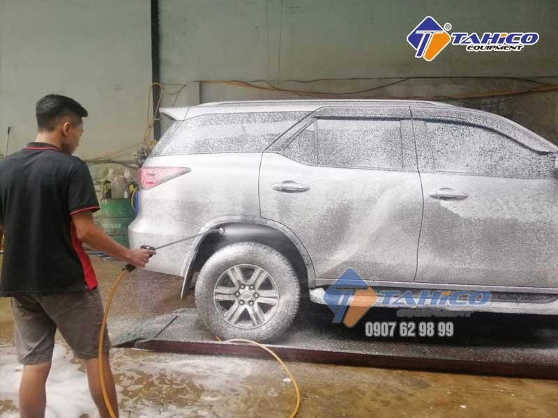 Sử dụng vệ sinh xe ô tô