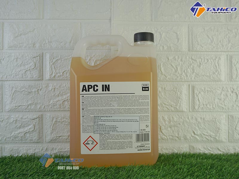 dung-dich-ve-sinh-noi-that-xe-o-to-du-lich-apc-in-5l